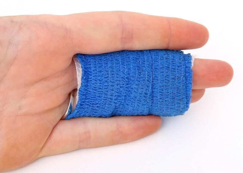 אצבעות חבושות – טוב שיש פוליסת ביטוח תאונות אישיות