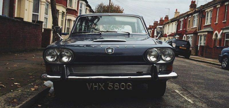 איך צעירים באנגליה חוסכים על ביטוח רכב?