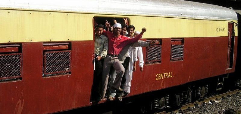 על הרכבות בהודו ועל ביטוח תרמילאים