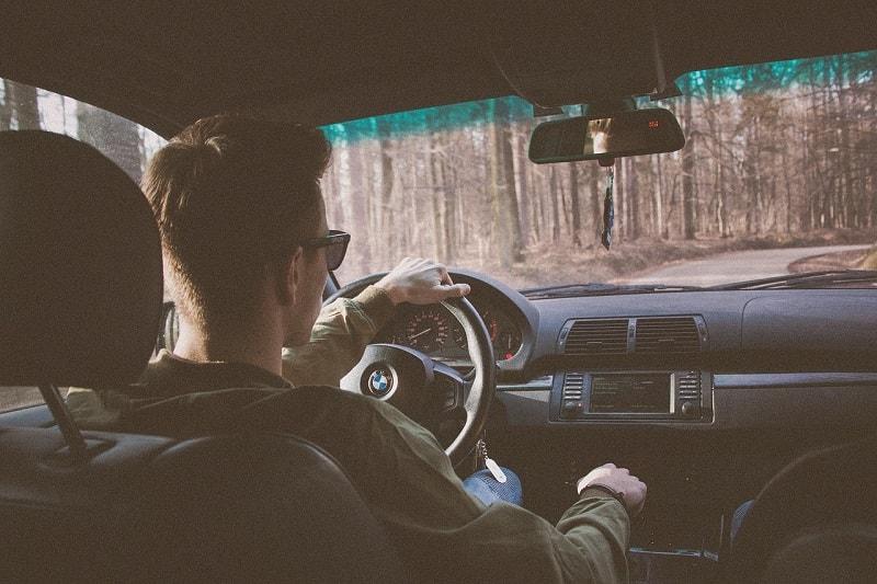 חייל בחופשה נוהג