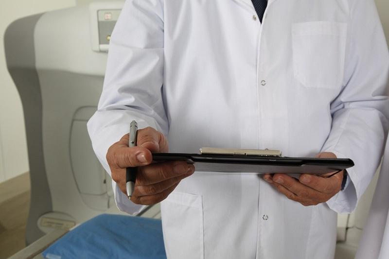 רופא מומחה - התייעצות אגב ניתוח או טיפול מחליף ניתוח