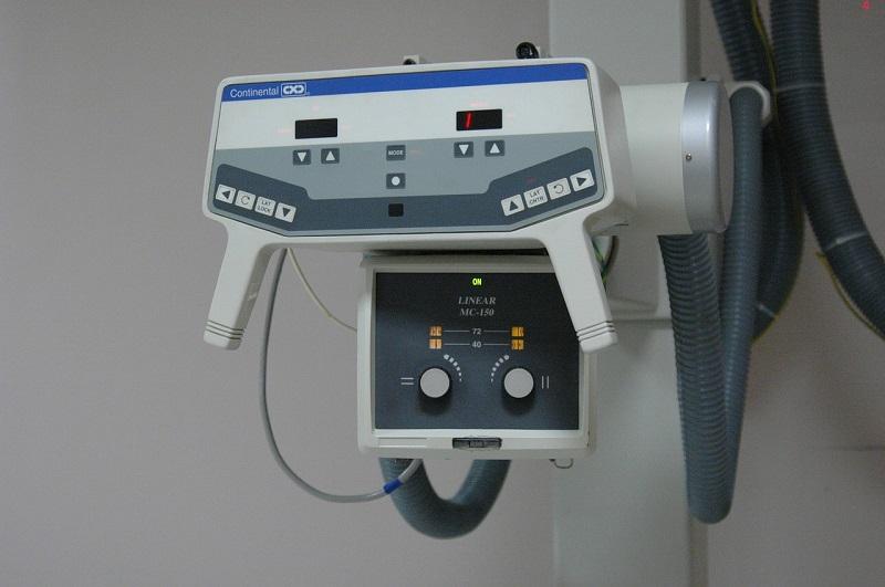 ציוד רפואי מתקדם שמייצג מהו ביטוח אמבולטורי