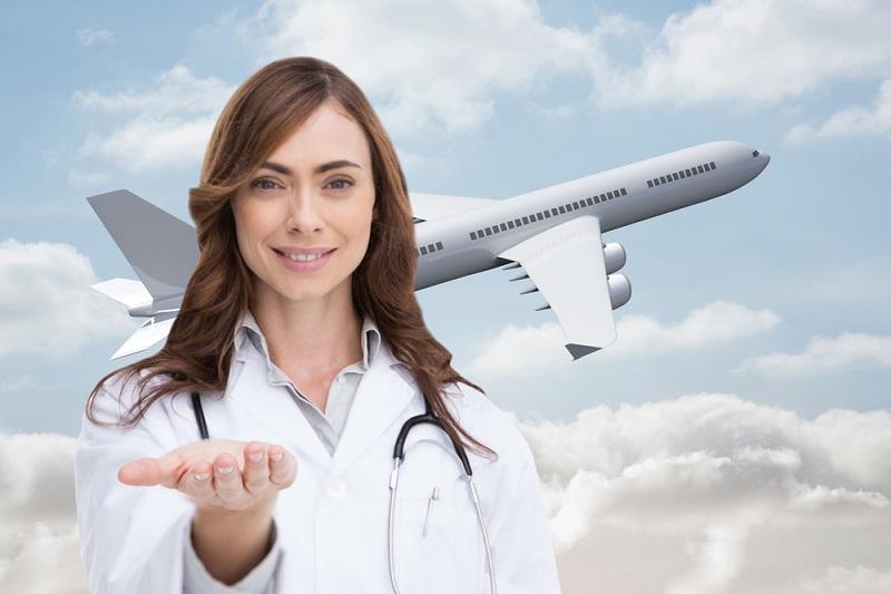 רופאה ומטוס - ביטוח הטסה רפואית
