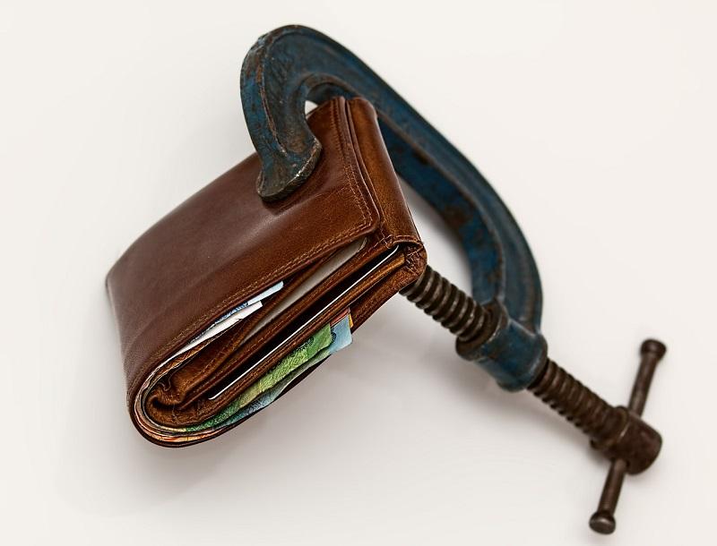ארנק במלחציים - מעבירים וחוסכים בביטוח משכנתא