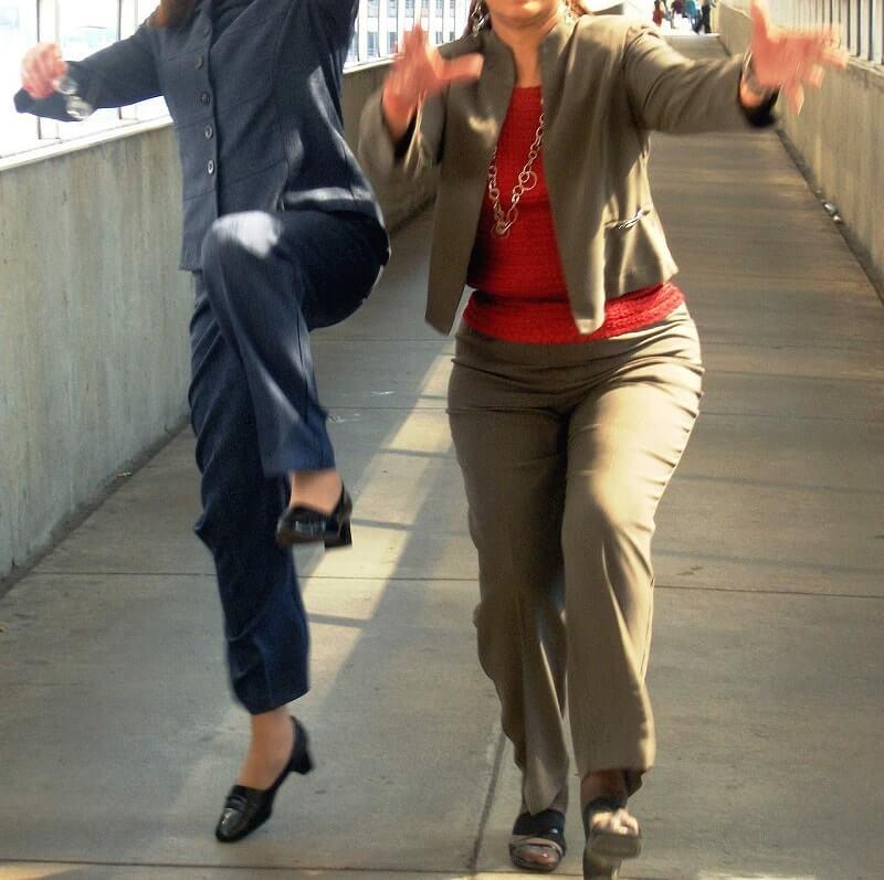 נשים מדלגות - אורח חיים ספורטיבי גדול עליכם? תחשבו בקטן