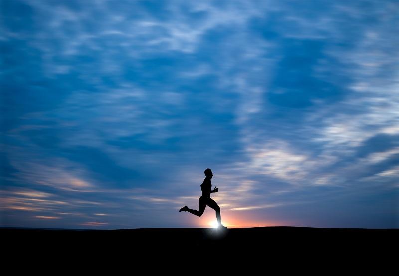 אדם רץ - על פעילות ספורטיבית ועל ביטוח בריאות פרטי