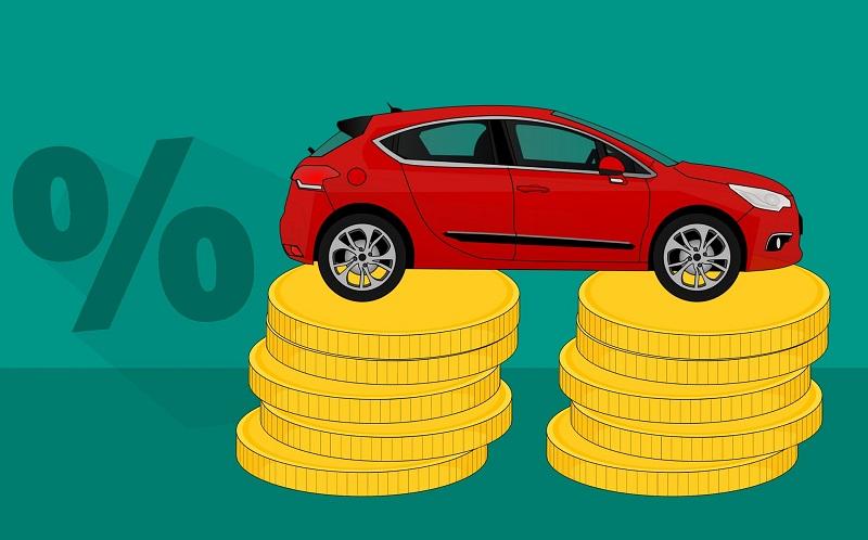 איור מכונית על מטבעות – השוואת ביטוח רכב