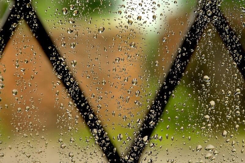 טיפול גשם על החלון – ביטוח דירה מבנה / תכולה